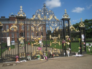 We arrived just a few days after the anniversary of Princess Di's death. These are the gates at Kensington Palace, covered in flowers and pictures of her and words from well wishers