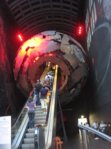 Our last day in London, we decided to travel to the center of the earth.... or the museum of natural history. My memory is a bit foggy.